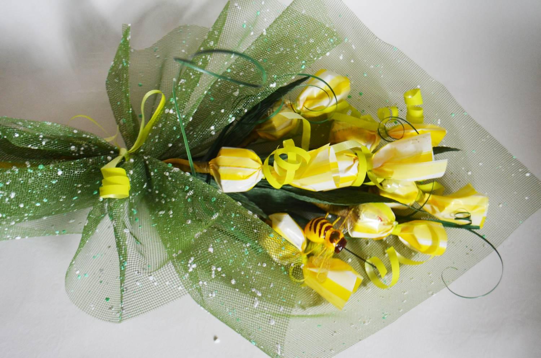 пошаговая схема цветов из конфет материалы