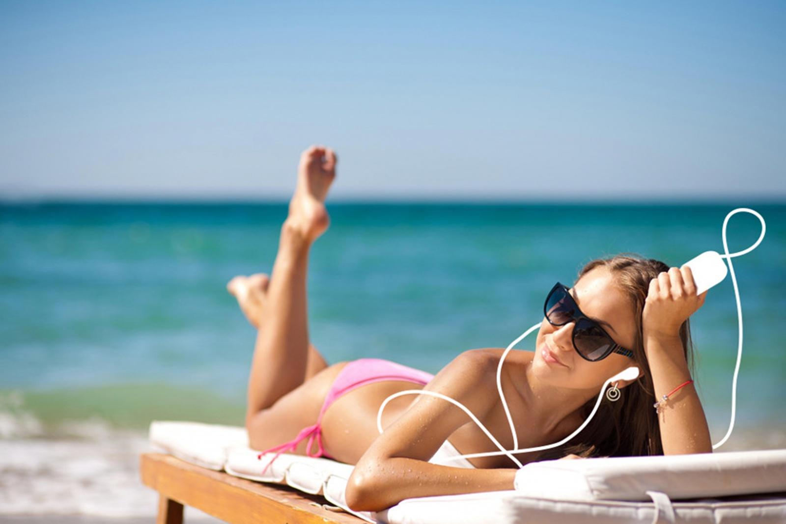 Что вытворяют девушки на пляже 4 фотография