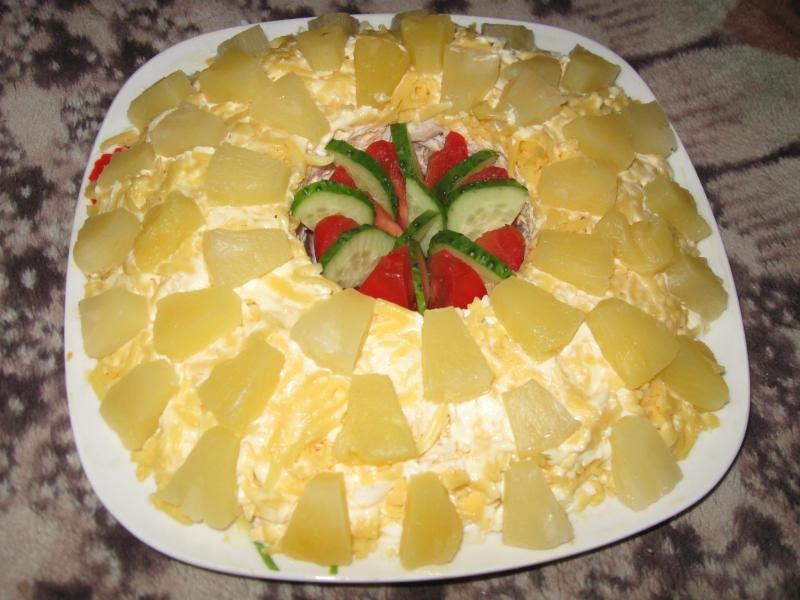 Салат с ананасами слоями с фото