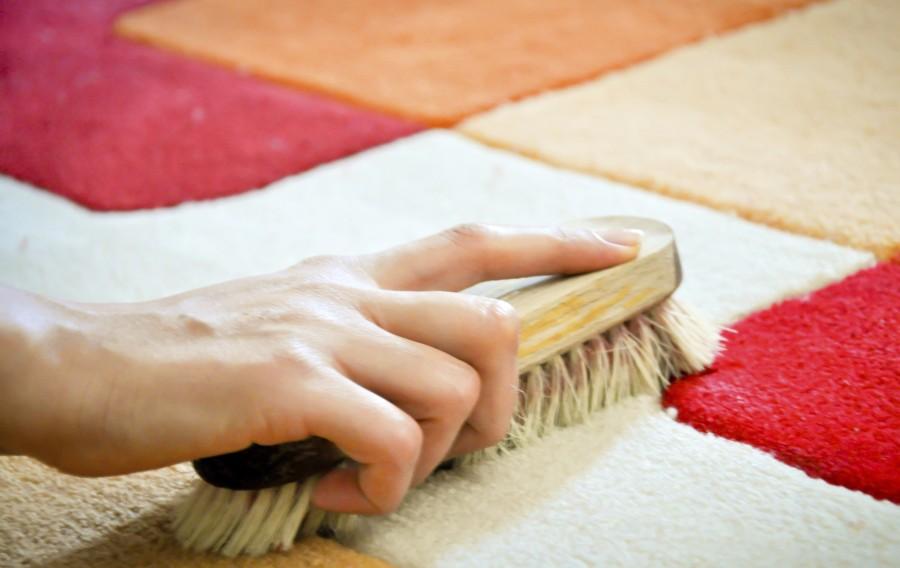 Как чистить ковёр в домашних условиях с