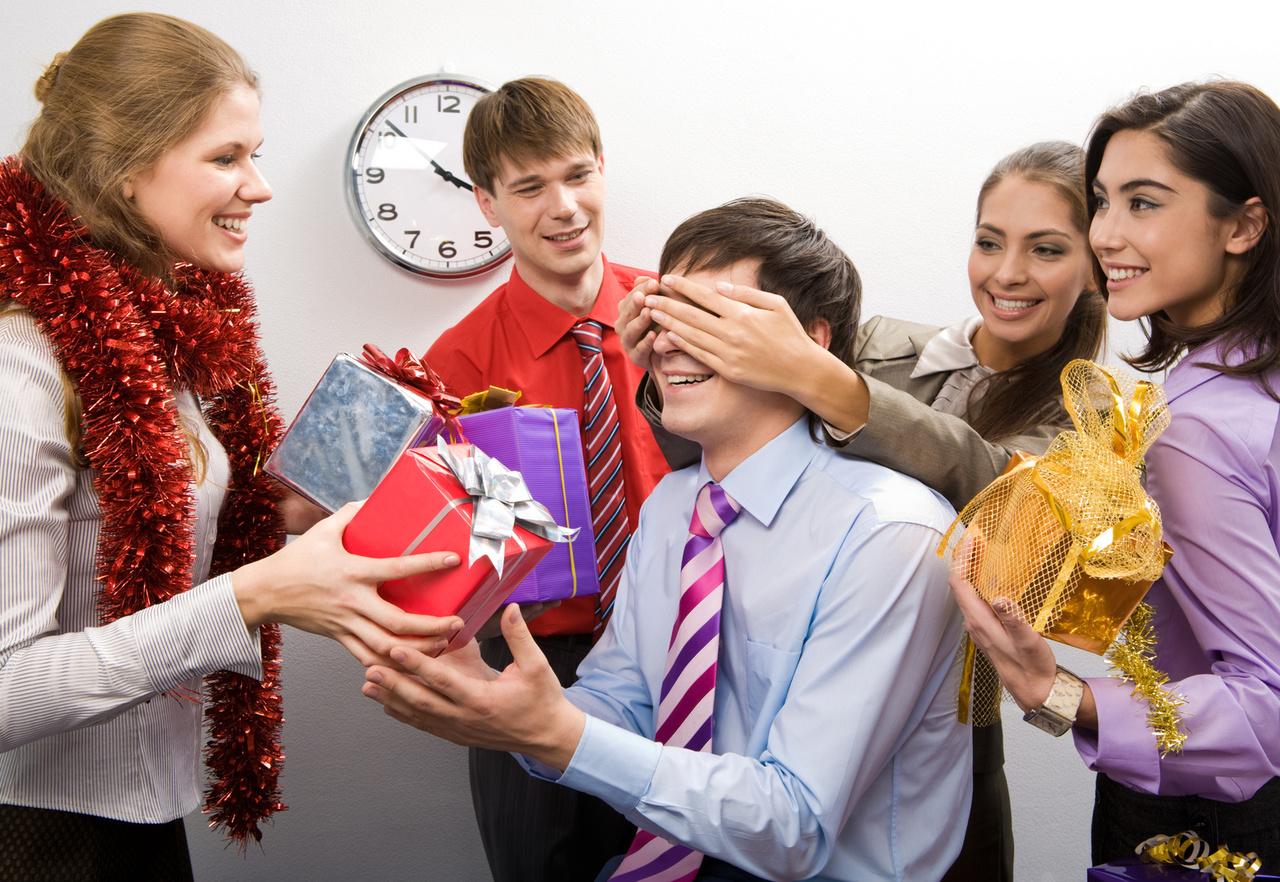 Подарки сотрудникам за год работы