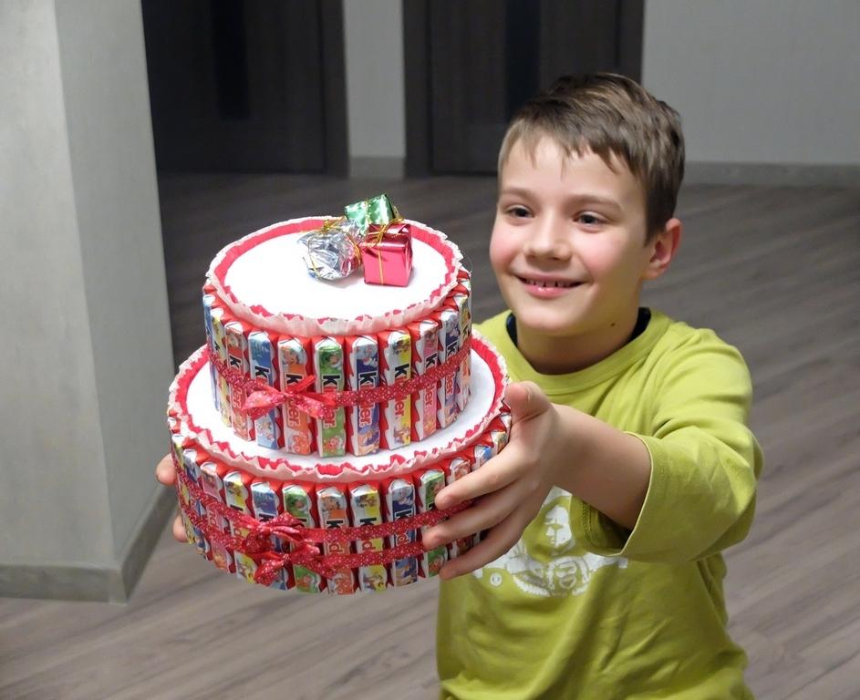 Фото торт из конфет для мальчика своими руками