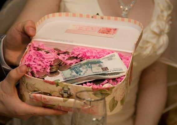 Поздравление с днем свадьбы с подарками прикольные