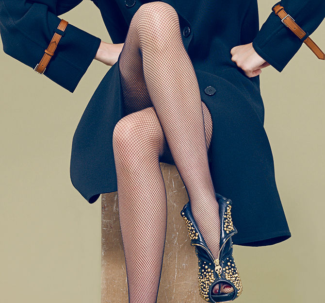 Фотки красивых баб в туфлях и чулках в сетку