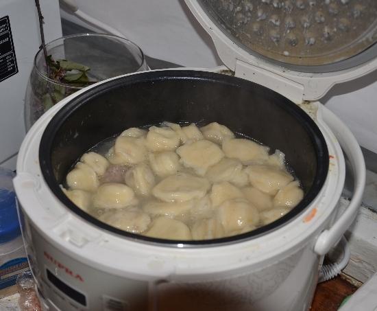 """В мультиварке пельмени готовят в режимах """"Суп"""" или """"Тушение""""."""
