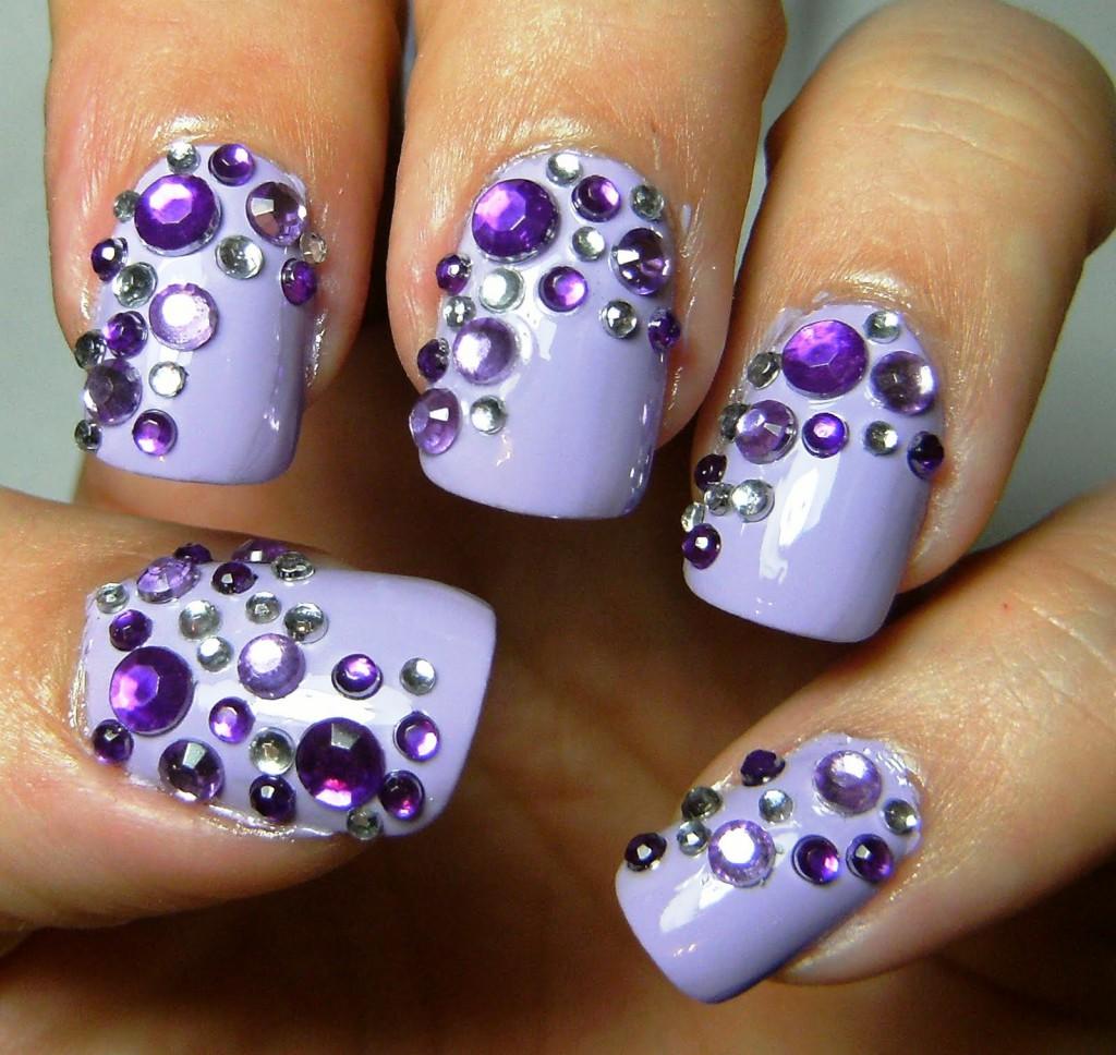 Рисунок на короткие ногти со стразами фото