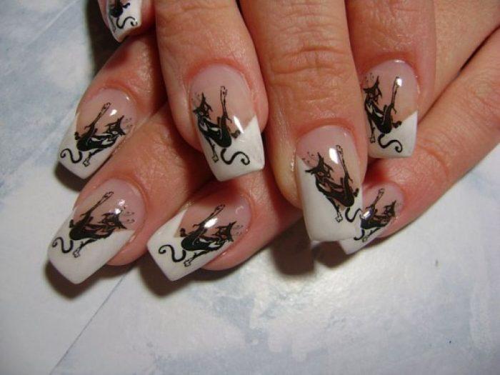 Наклейки на нарощенных ногтях