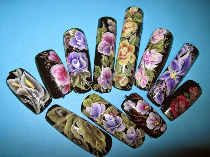 Акриловые розы на ногтях