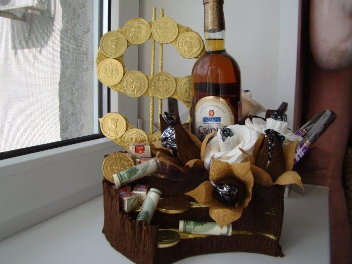 Креативные подарки своими руками из конфет
