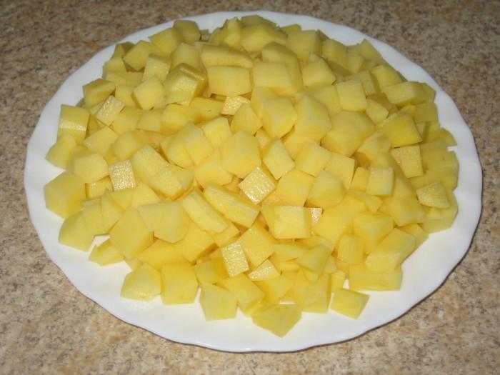 Как нарезать картошку на суп кубиками