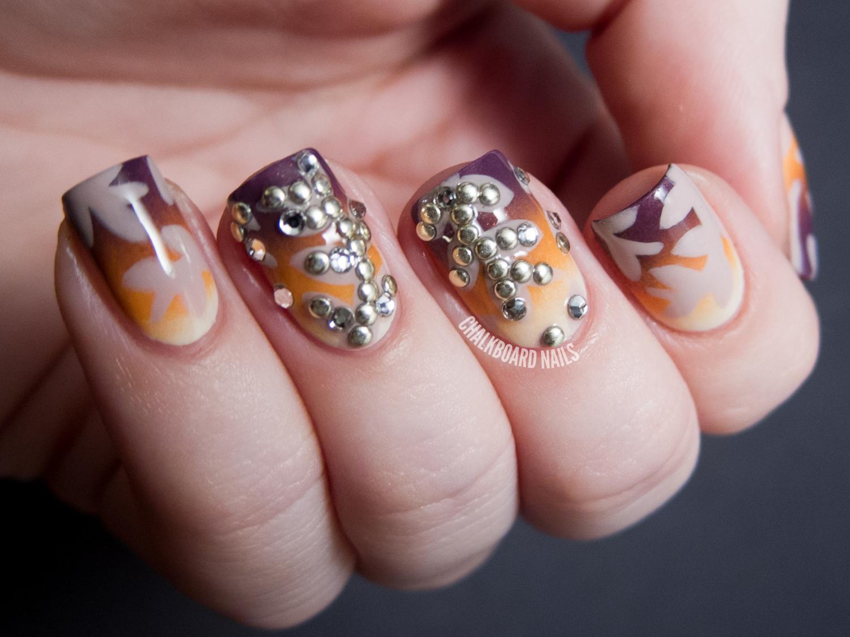Декор на ногтях из страз фото
