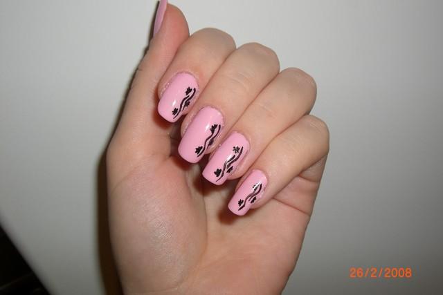 Простые рисунки кистями на ногтях