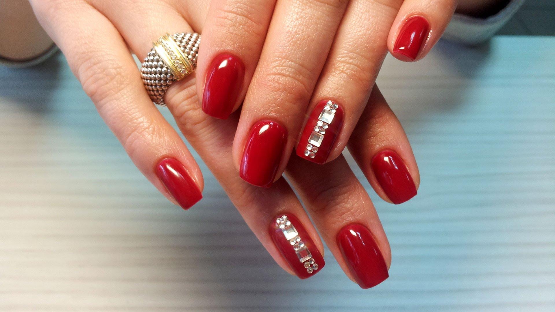 Красные ногти короткие дизайн