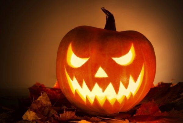 Как одеться на Хэллоуин: страшные маски, костюмы для парней и девушек. Как сделать тыкву на Хэллоуин, из чего сделать кровь, как