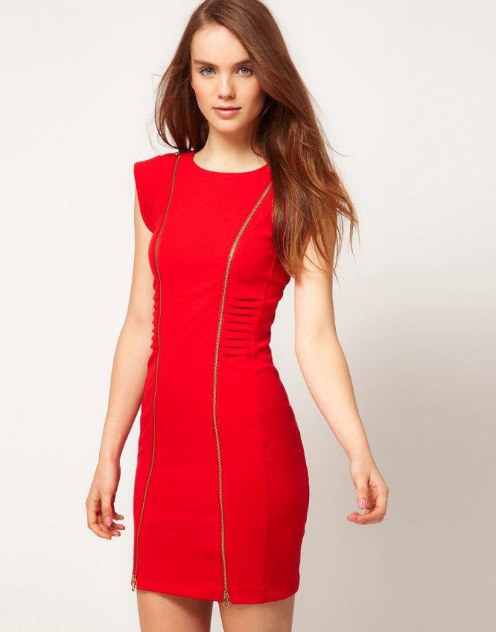 Красное в обтяг платье