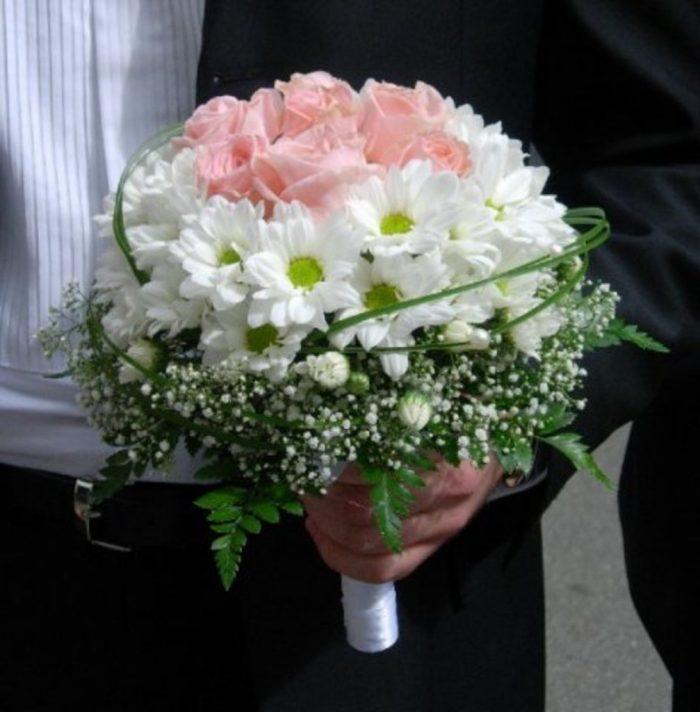 Красивый букет из роз и хризантем своими руками