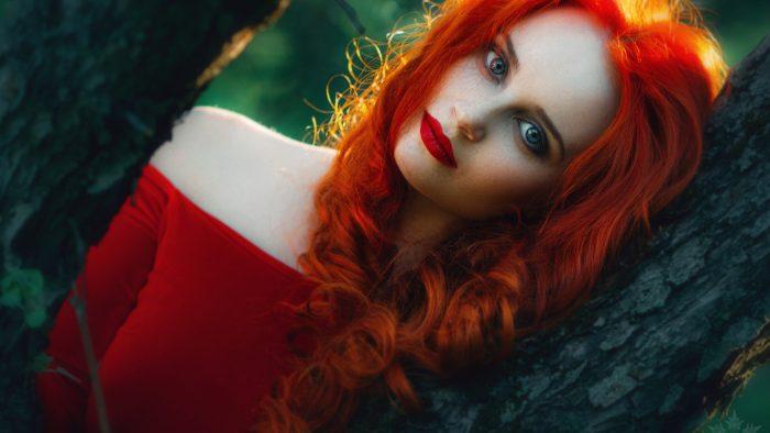 Фото рыжая девушка с прямыми волосами