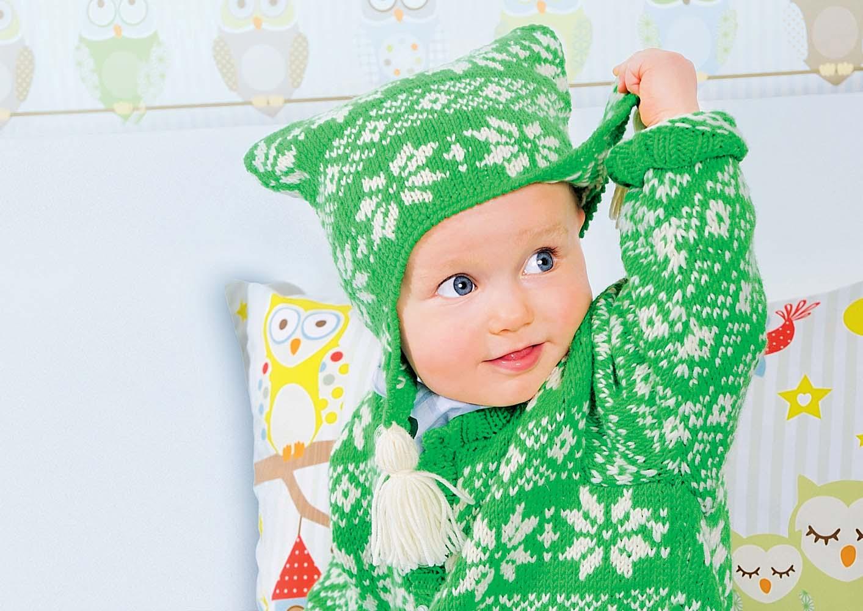 Теплая детская шапка с ушками вязаная спицами для мальчика 24