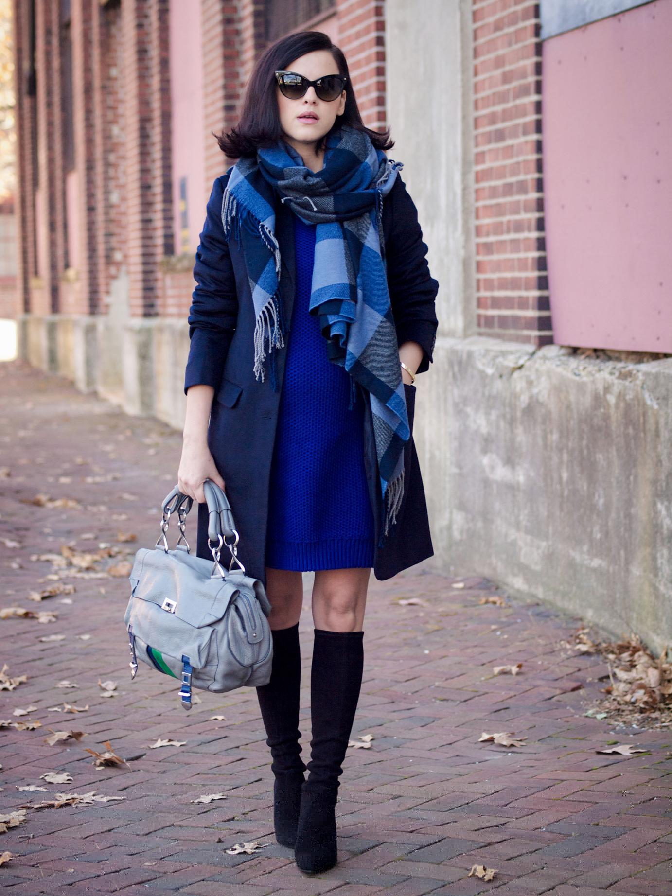 Шарф для синего платья