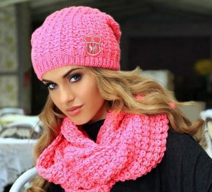 Вяжем зимние женские шапки спицами