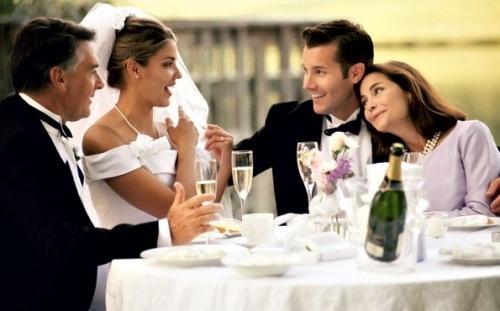 По традиции молодожены говорят трогательные слова благодарности родителям на свадьбе