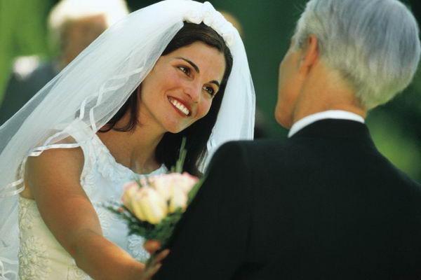 Запомните, что со дня свадьбы вы с супругом (супругой) становитесь одним целым, поэтому можете вместе составить ответное слово молодых на свадьбе