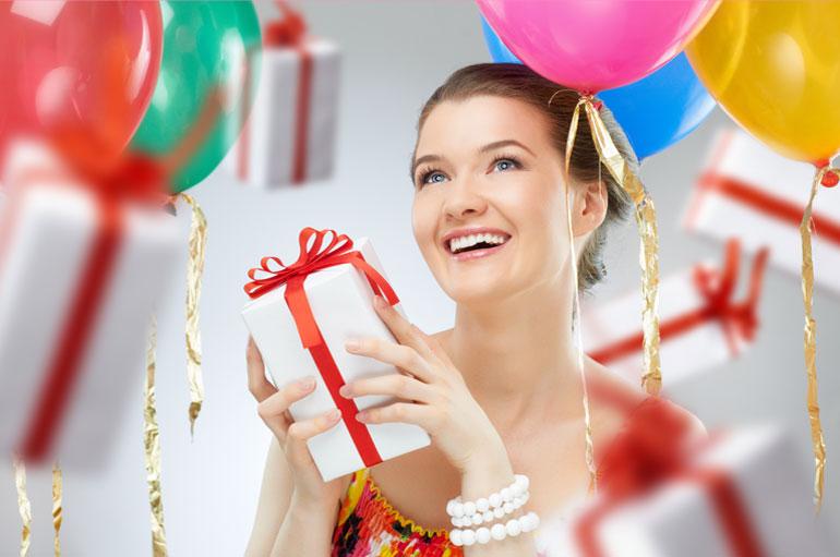 Шуточные подарки со стихами на день рождения женщине 23