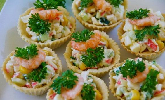 Салат в тарталетках с креветками рецепт очень вкусный