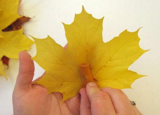 Цветы и розы из кленовых листьев своими руками пошагово. Осенние поделки из кленовых листьев - букеты с розами и цветами: мастер
