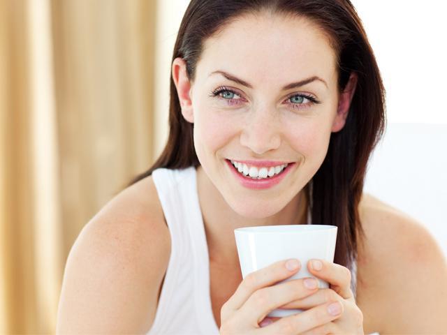 Кофе в больших количествах вымывает кальций из организма, следовательно, вредит здоровью зубов.