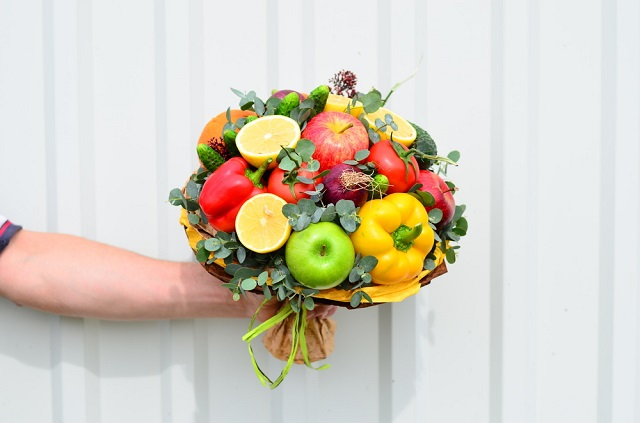 букеты из фруктов и овощей фото