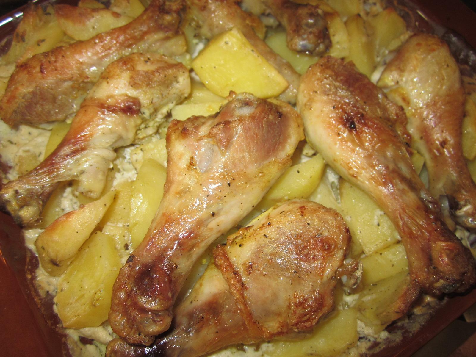 Как сделать курицу в духовке. с картошкой