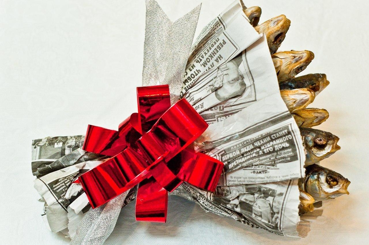 Подарок своими руками из газет