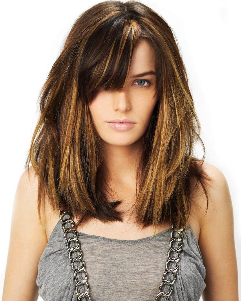 Стильная стрижка каскад на средние волосы
