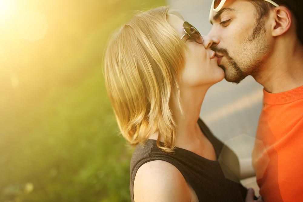 Секреты самого сексуального поцелуя