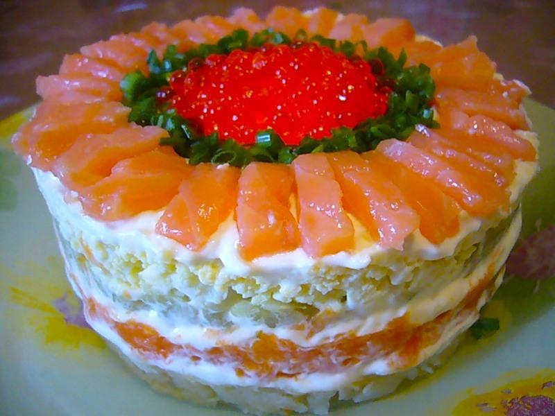 Салат торт с рыбой и икрой