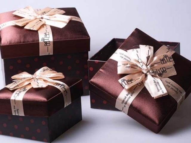Как сделать подарок маме своими руками. Идеи поделок на 99