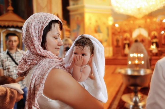 Маленькие детки легче переносят крещение