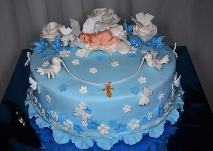 Голубь как символ чистоты тоже подходит для украшения торта на крестины