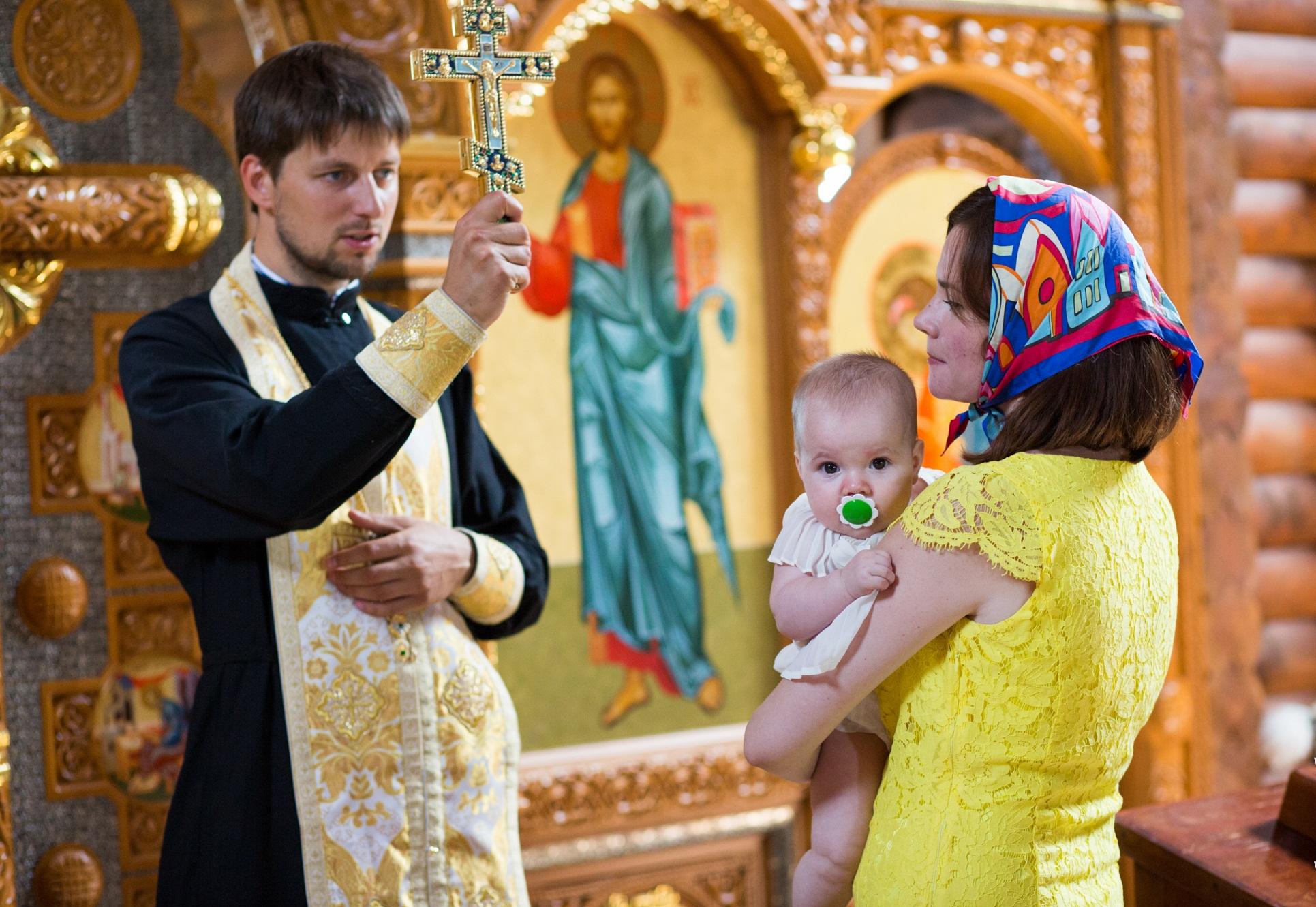 люди покрестились в церкви поздравление модно