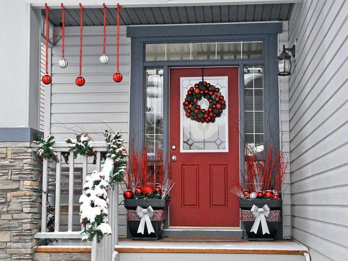 Впустите праздник в дом - украсьте празднично дверь