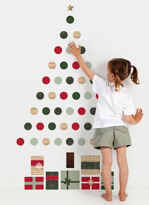 Пусть ребенок сам создаст елку в своей комнате