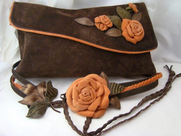 коричневый замшевый женский клатч с цветами