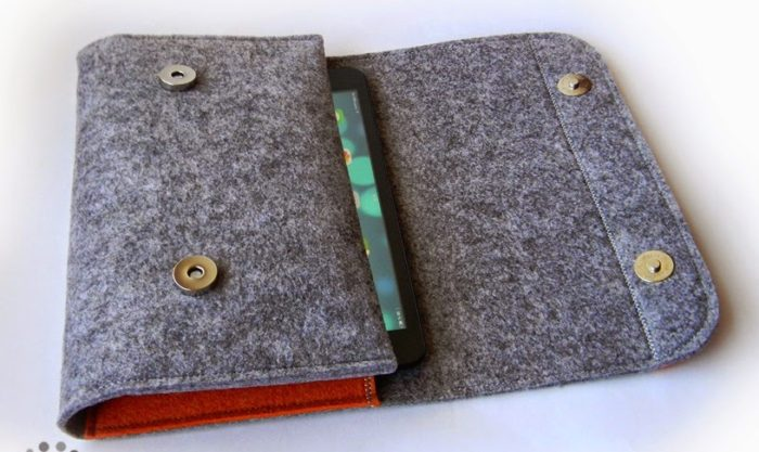 серый клатч из фетра с двумя магнитными кнопками