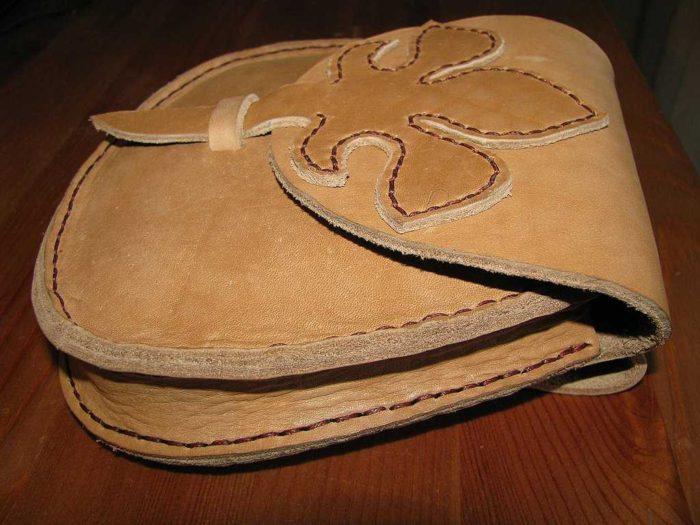 светло коричневый клатч из кожзама, выполненный своими руками