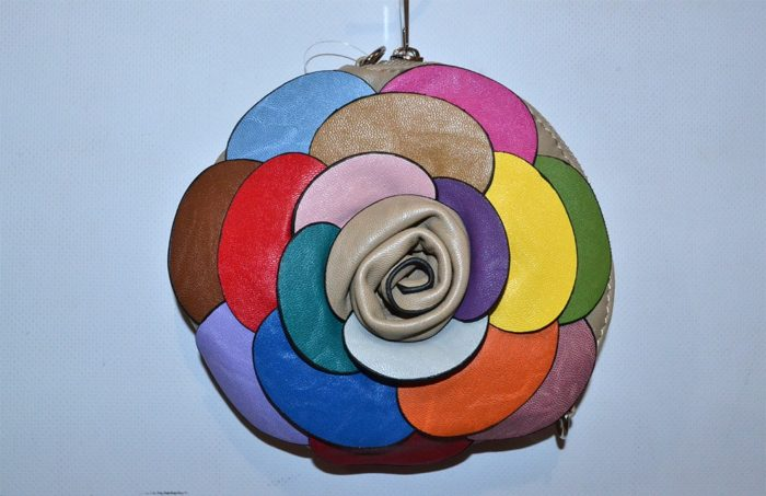разноцветный круглый клатч, сшитый своими руками