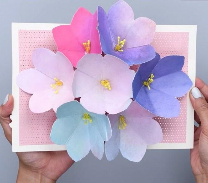 Открытка из бумаги с цветочками, лучшая