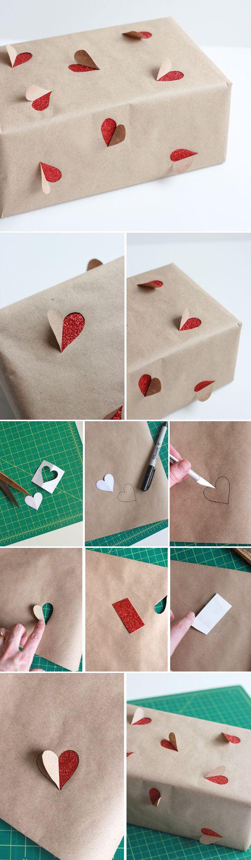 Оригинальная упаковка подарка с сердечками